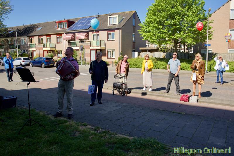 200506-serenade-voor-75-jarige-Aad-van-Schaik-Tonny-105