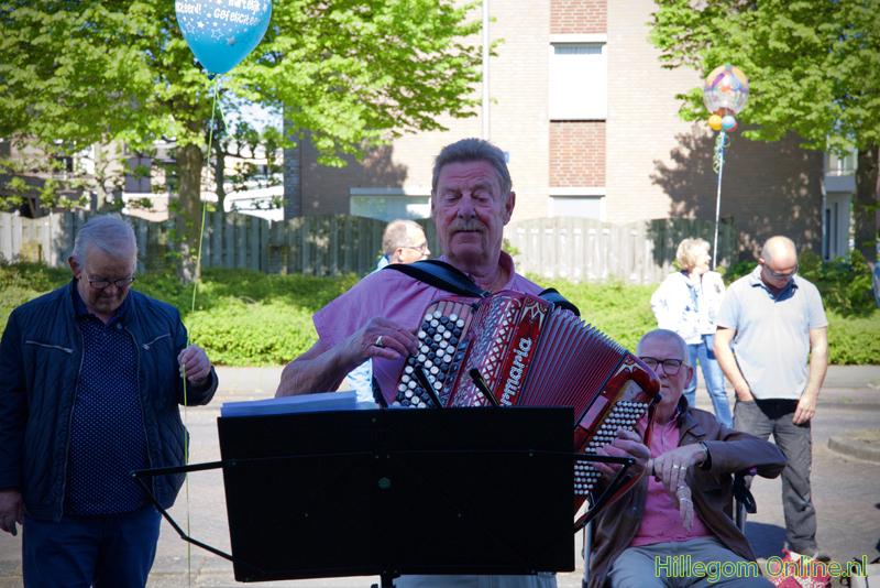 200506-serenade-voor-75-jarige-Aad-van-Schaik-Tonny-110