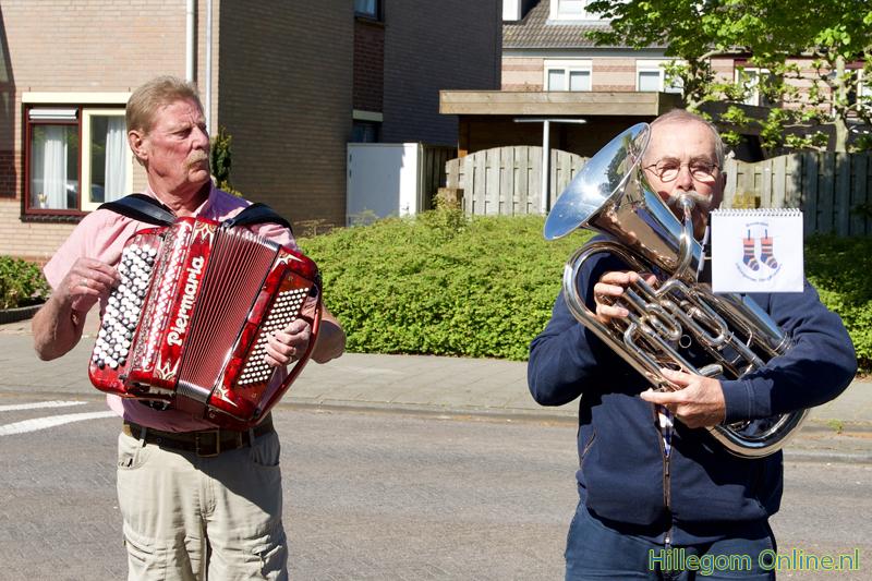 200506-serenade-voor-75-jarige-Aad-van-Schaik-Tonny-113