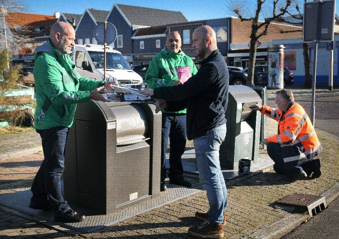 Overvolle papiercontainers door lockdown