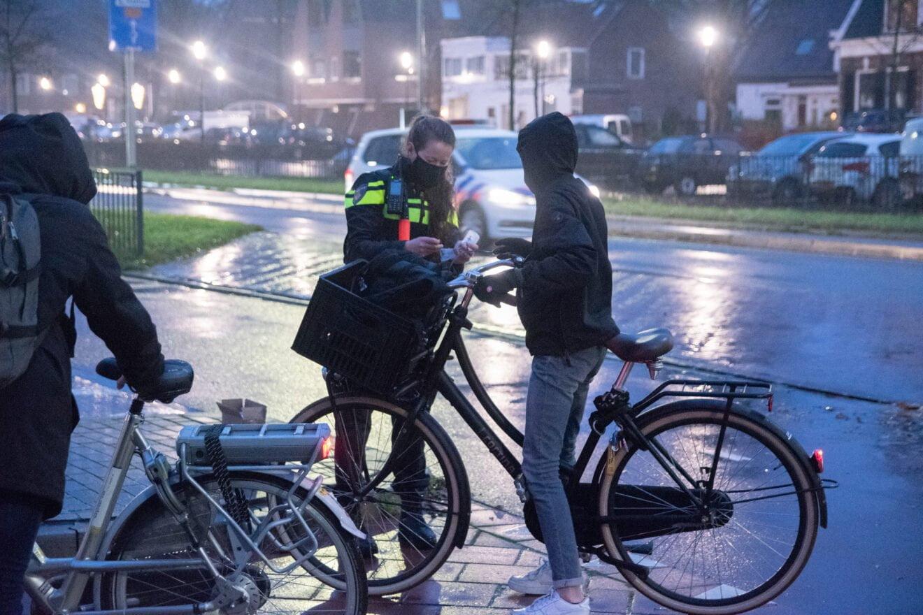 Leerlingen Fioretti Hillegom gecontroleerd op fietsverlichting