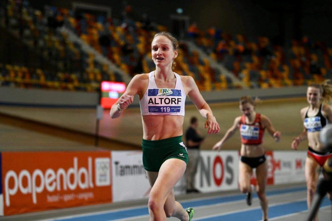 Suus Altorf (16) pakt brons op NK indoor 800m
