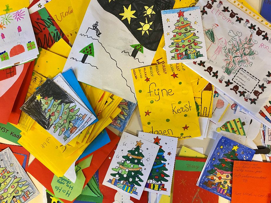 De Johannesschool maakt kerstkaarten voor ouderen