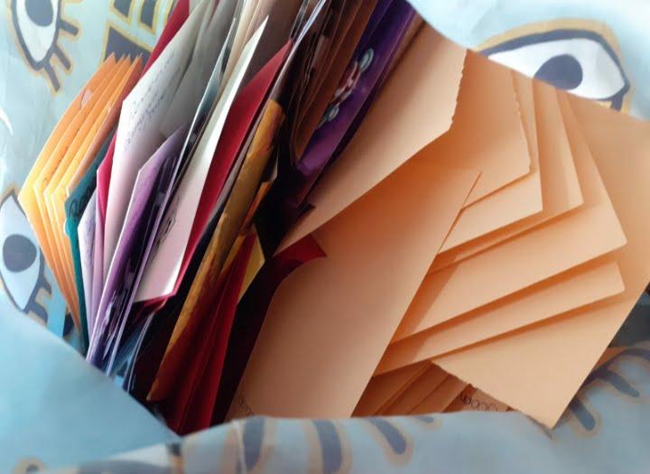 Renate bezorgt duizenden kaarten in Hillegom
