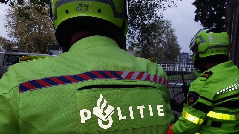 Dronken voetganger uit Hillegom meerdere keren van snelweg afgeplukt