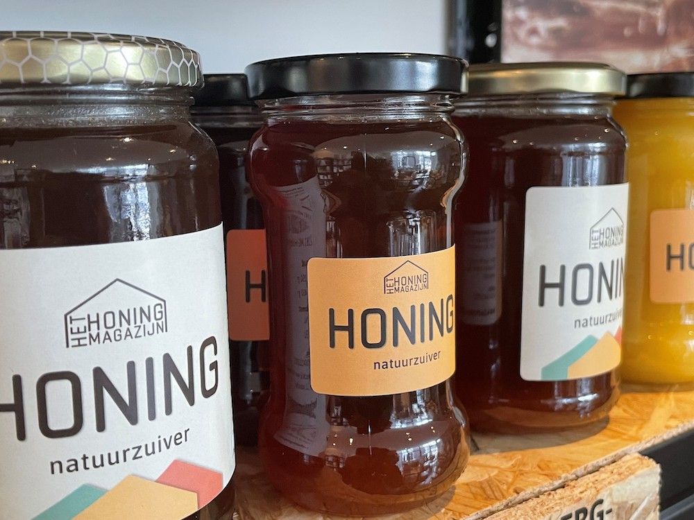 Honingproeverij bij Imkerij Weerlanderpolder