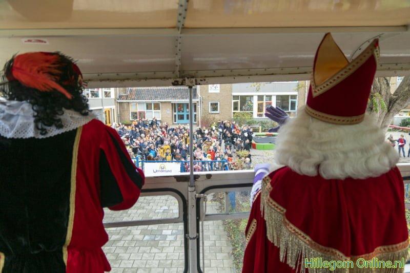 Sinterklaas maakt rondrit langs Hillegomse basisscholen