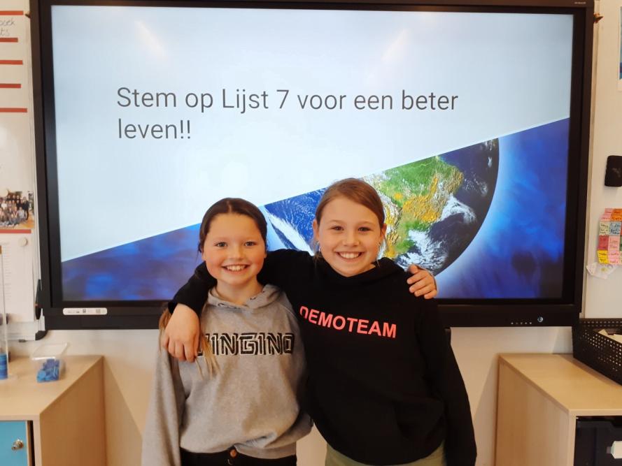 Ysé (9) en Isabell (10) richten eigen politieke partij op in Hillegom